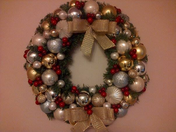 For Melissa A.  Creams, golds and silvers with cranberry clusters.  Very classy!