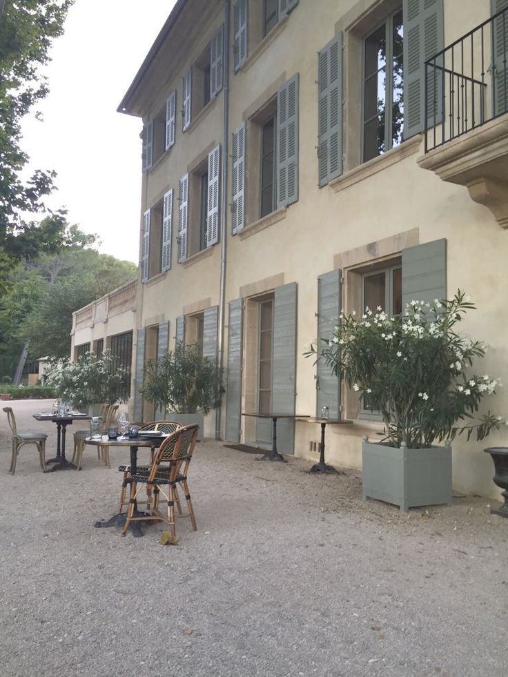 Domaine de Fontenille, boutique hotel in Provence, kids-friendly.  Front of the hotel