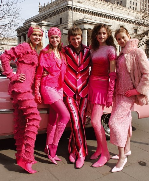 Polish artists Maurycy Gomulicki with Pink Girls: Pink Cabriolet Ride in Warsaw, 2006, photo: Rafal Nowak. Austin Powers, eat your heart out.