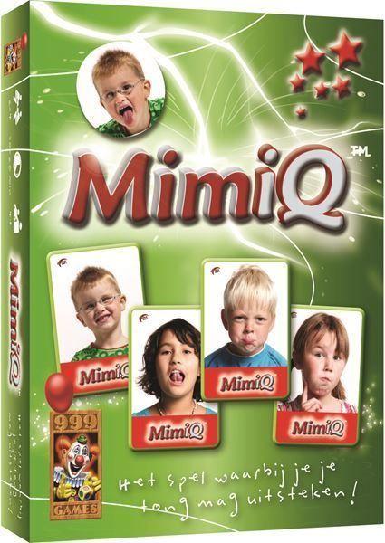999 Games MimiQ kaartspel  Grappig en leerzaam spel voor kinderen en hun ouders. Vraag kaarten aan elkaar door gekke gezichten te trekken. Heeft iemand een gevraagde kaart niet dan steekt hij zijn tong uit. Wie de meeste setjes heeft verzameld wint dit knotsgekke spel. In dit hilarische spel leren kinderen op een speelse manier gezichtsuitdrukkingen te maken te benoemen en te gebruiken. Door de beperkte speelduur is Mimiq al voor heel jonge kinderen geschikt!  EUR 11.74  Meer informatie