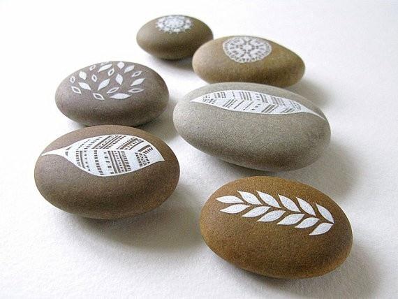 Arte en rocas hojas