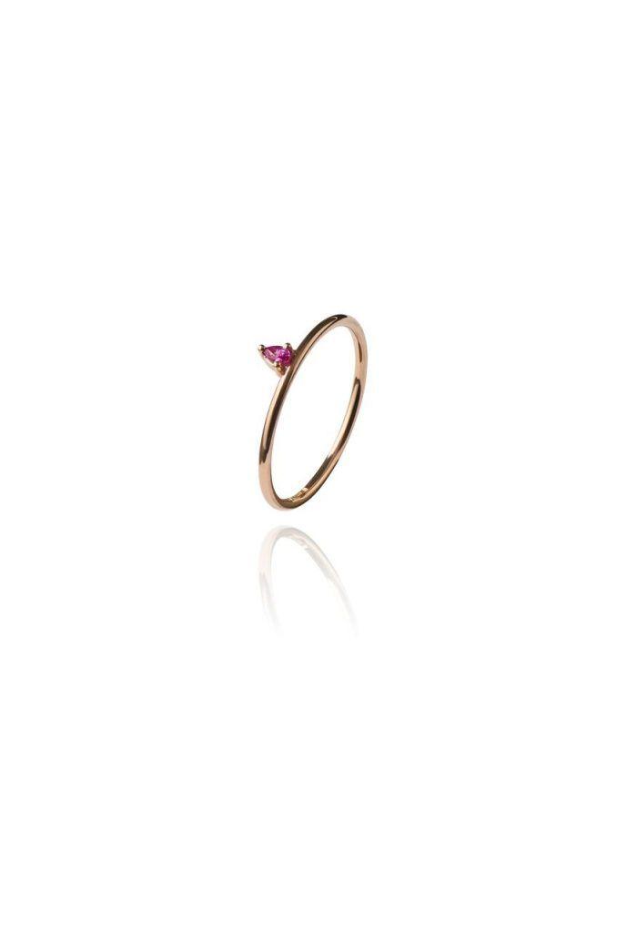 Diamanten sind passé, wir wünschen uns jetzt bunte Steine auf unseren Ringen. Egal, ob als Verlobungsring oder Geschenk an uns selbst.