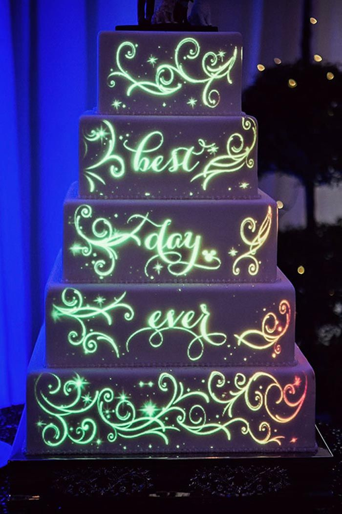 Projection mapping wedding cake for a Disney cake. Planner: Disney Weddings