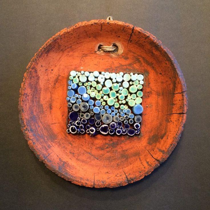 Oksitle eskitilmiş,mavi tonlarda sırlanmış, iç ve dış mekan kullanımına uygun dekoratif duvar tabağı…