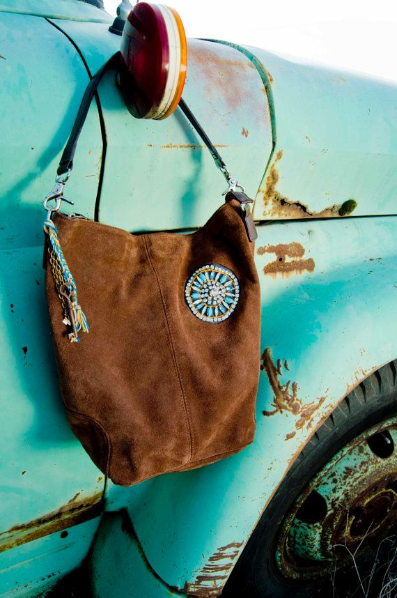 I have an old leather mini skirt from college still hanging in my closet ................................................ Repurposed Leather Starburst Hobo bag!