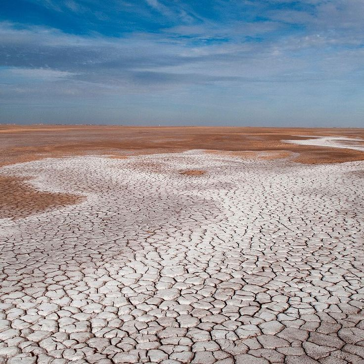 What we see in this image by @pedromcbride is what remains towards the end of the #ColoradoRiver. A river that no longer reaches the sea, and instead, disappears into a dry, salty, dusty and empty riverbed as it crosses into Mexico. #water #rivers #conservation #environment #photooftheweek