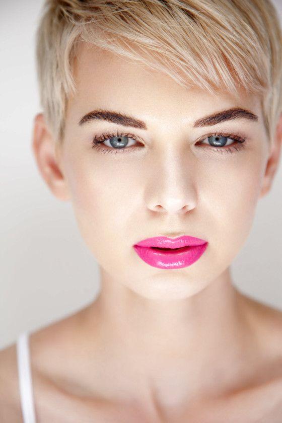Model: Antoinette Bonbon. Pink lips, blue eyes