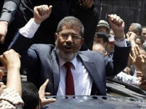 Belum Setahun, Prestasi Presiden Mursi Dibukukan 124 Halaman