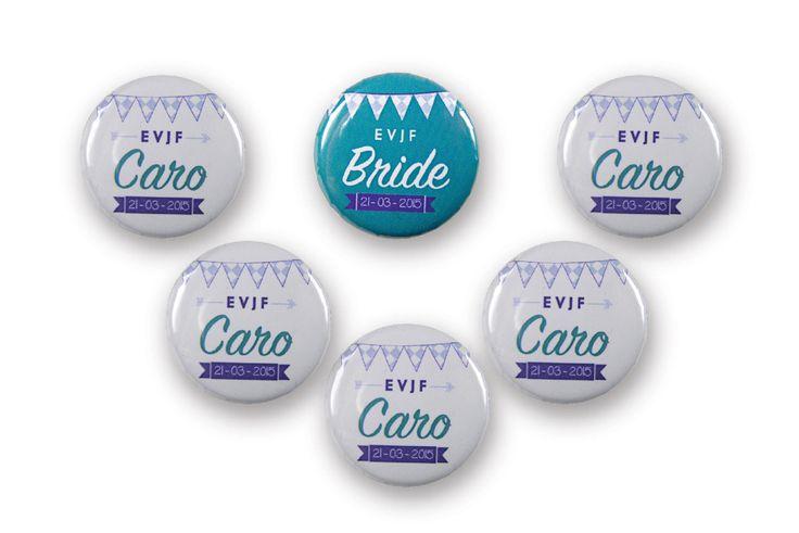 Badges EVJF ou mariage, turquoise, violet, fanion à damier bleu ciel