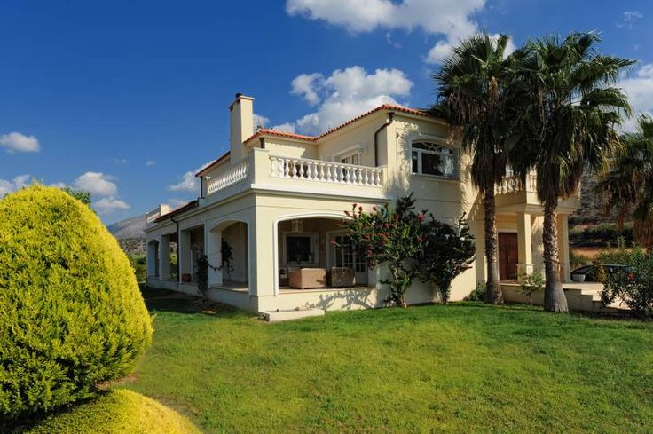 Villa Iris with private pool in Malia, Heraklion, Crete island. The elegant Villa Iris in Malia Crete has all the features of a luxury villa: spacious, light-filled rooms, graceful arches, wooden and marble floors, quality furnishings, soft