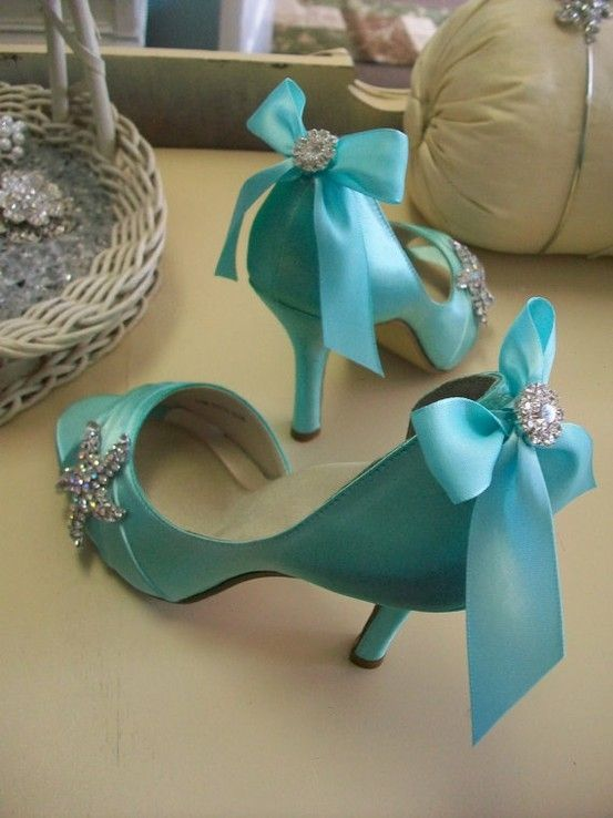 I don't know where I'd wear these but they sure are pretty!  Maybe with a little black dress, or a little white dress, or a creme colored dress...see I can think of a reason to buy them!