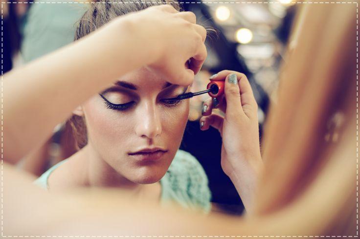 Sekret pięknych oczu, to dokładne nałożenie tuszu, bez pominięcia żadnej rzęsy.  Taki makijaż pomoże Ci uzyskać niezwykłą głębię spojrzenia...