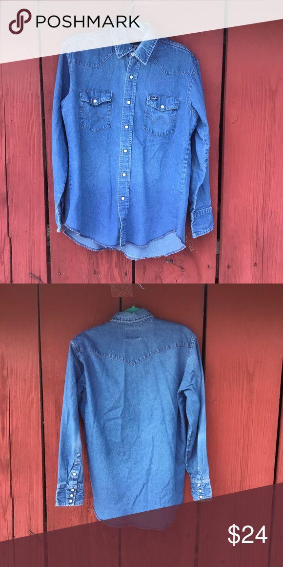 "VTG Western Style Wrangler Denim Shirt Sz L Great condition Vintage western style snap front Wrangler denim shirt. 21"" across under arms. 30"" shoulder to longest part of hem. 24"" sleeve. Wrangler Shirts"