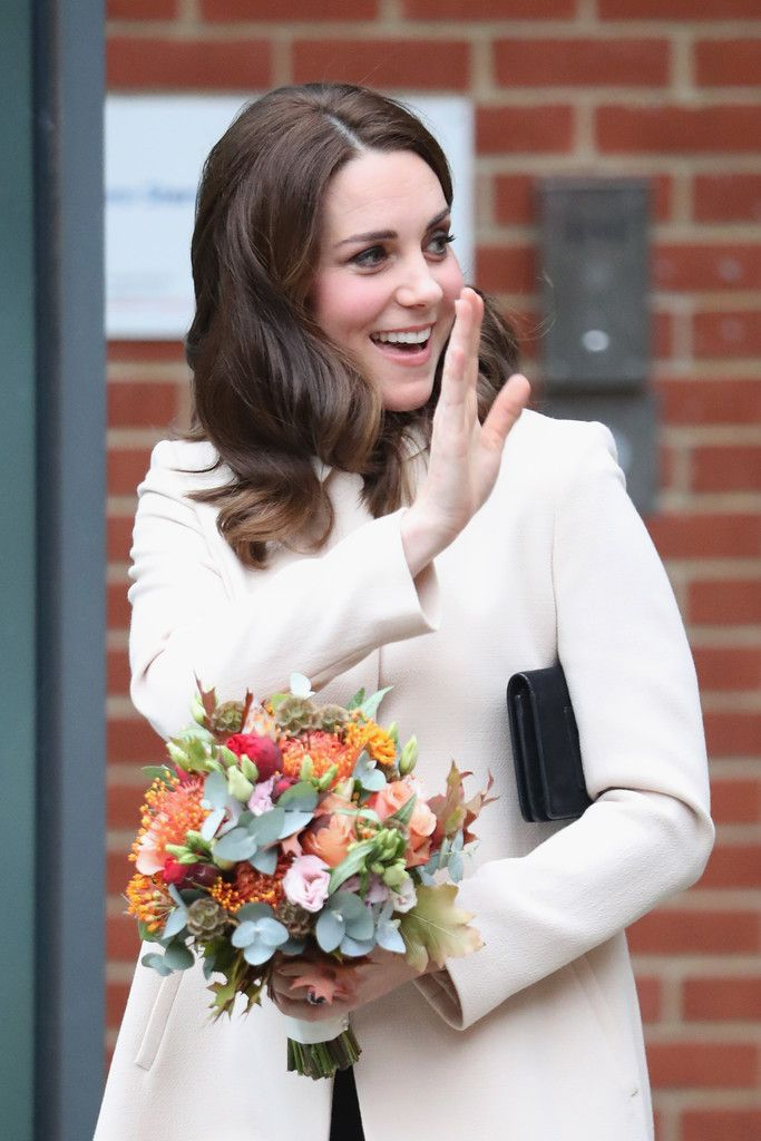 Kate Middleton Photos Photos - The Duchess Of Cambridge Visits Hornsey Road Children's Centre - Zimbio