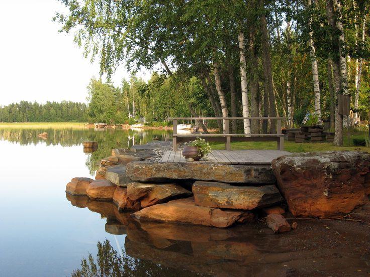 Isoista kivistä koottu oleskelualua