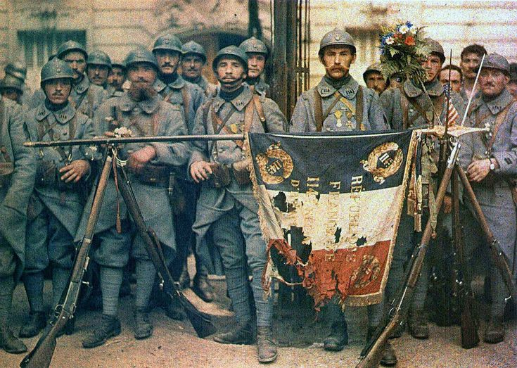 VINTAGE PHOTOGRAPHY: French soldiers at Paris in 14 July 1917