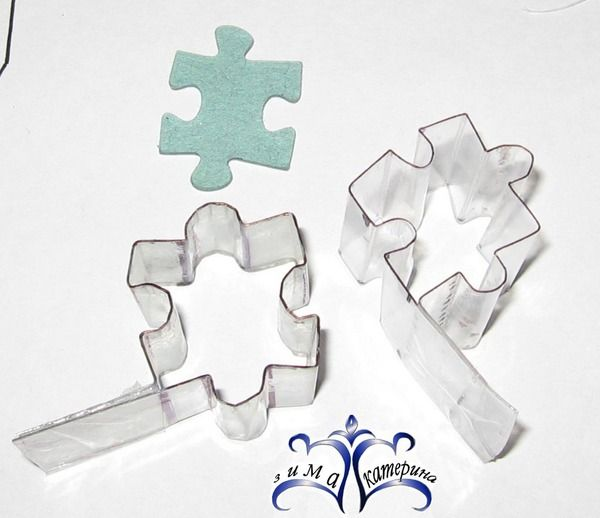 Making cutters from Plastik,Its in Russian but the Pictures pretty much explain it, Good Idea