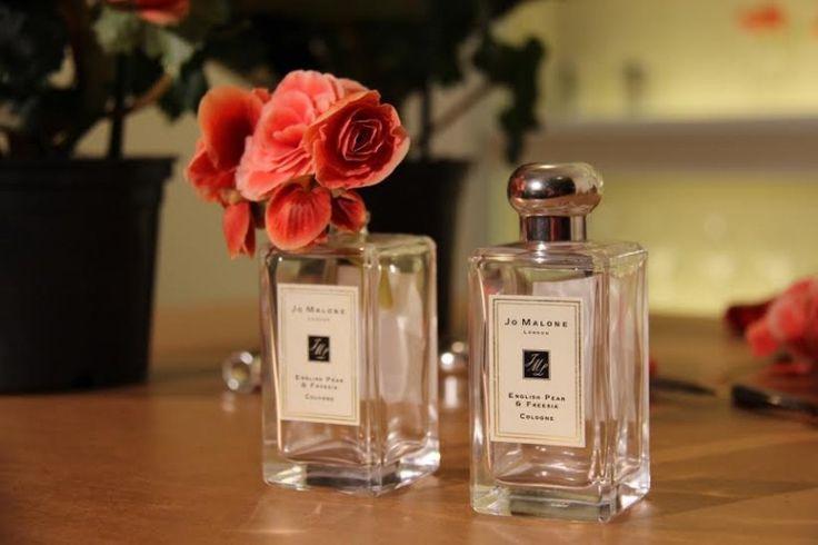 Arranjos com vidros de perfume