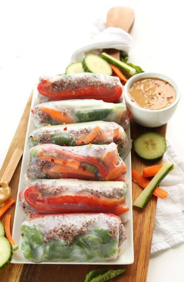 Springroll vegan Et si pour bluffer on osait une version de springroll vegan et gluten free avec du quinoa ? Et pour dipper, une sauce à base de noix de cajou ! La recette ? Quinoa + lamelles de poivron rouge + concombre + carotte + salade + sauce noix de cajou+ persil