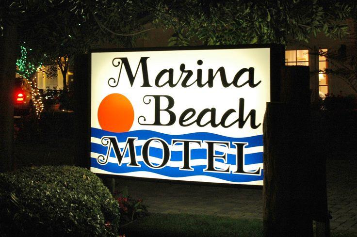 Marina Beach Motel, Santa Barbara, California.  Photography by David E. Nelson, 2006