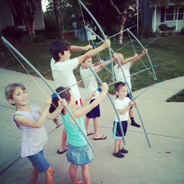 make bows and arrows with the kids - click for the tutorial.... can't wait til the boys get older-hope they don't shoot each other's eyes out!