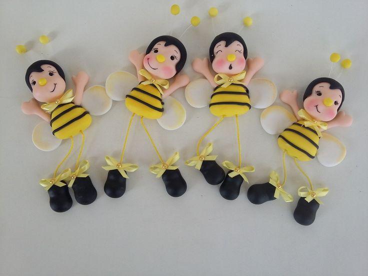Imã abelhinha com perninhas articuladas. Uma graça na sua geladeira. Você pode colocar as perninhas em várias posições.