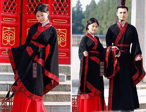 Vestimenta de etnia Han, otra vez se aprecian los colores negro y rojo, ya que son muy utilizados en el diseño de su ropa.