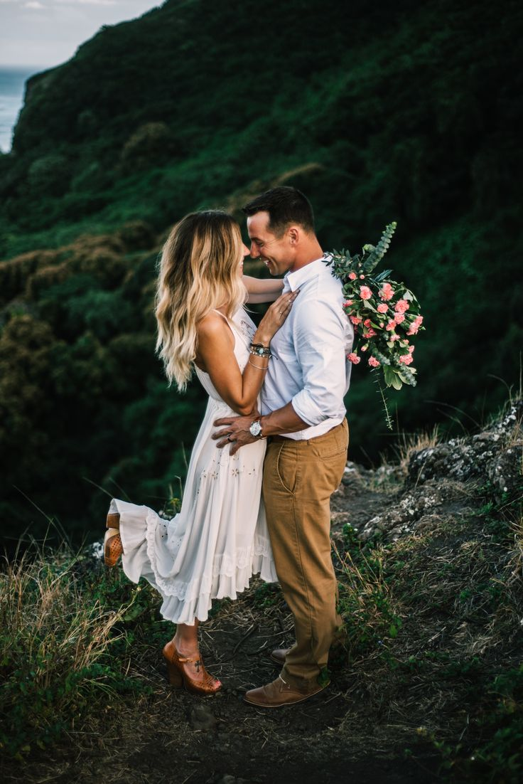 I love being a wedding photographer for Adventure destination wedding / elopements!!! I love this boho bride & the Hawaii backdrop! Seattle San Luis Obispo Wedding Photography! Wanderlust Mountain Wedding! Best wedding / elopement location!