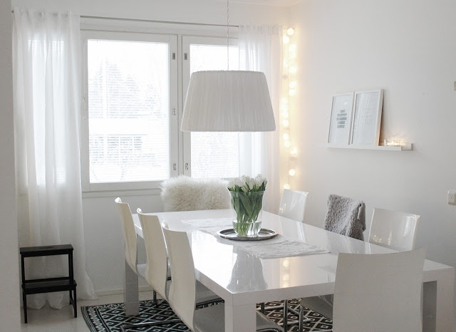 Beautiful white dining area. I love the carpet and the contrast!