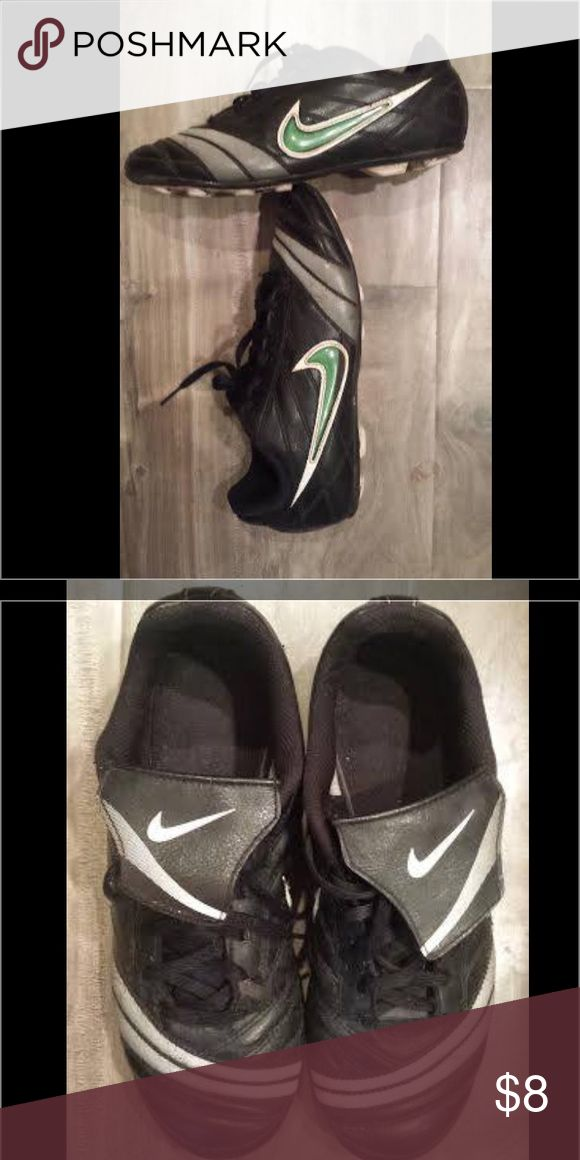 Nike soccer youth cleats size 5 Nike youth cleats soccer size 5 guc. Boy or Girl, my daughter wife these, black with green Nike check Shoes