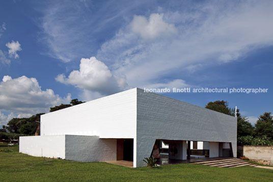 house in itauguá solano benitez