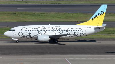 Air Do (ex Hokkaido International Airlines) (JP) Boeing 737-54K JA8196 aircraft, painted in ''Bear-Do'' special colors, rolling at Japan, Tokyo Haneda Int'l Airport. 12/10/2013.