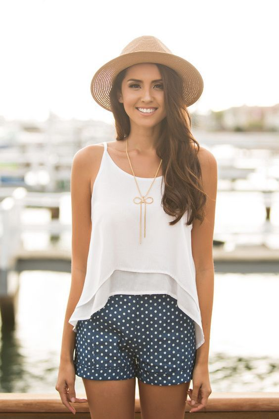 Gorgeous Outfits for Summer 2017 Love a flowy white top! Shorts are cute too!