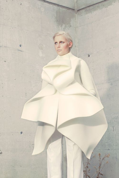 Fashion as Art - sculptural jacket with graphic lines, soft folds & symmetrical construction - shape, structure & volume; 3D fashion // Anja Dragan