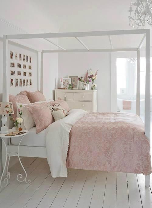 White & Pink Bedroom | #WhiteBedroom | #PinkBedroom | Four Poster Bed | #FourPoster