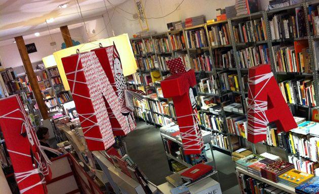 Panta Rhei una de nuestras librerías de ilustración favoritas, en ella puedes encontrar Namasté