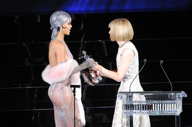 Anna Wintour presents Rihanna with the CFDA Style Icon award. Photo: D Dipasupil/Getty