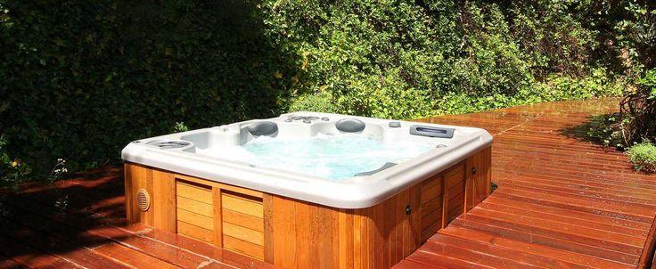 Spa 4 places, jacuzzi, acheter un spa, H495 | Clair Azur - Découvrez le spa jacuzzi acrylique 4 places du fabricant Clair Azur. Assise de massage et 2 couchettes pour des bains bouillonants dans votre maison ou jardin. par Clair Azur http://clairazur.com/fr/