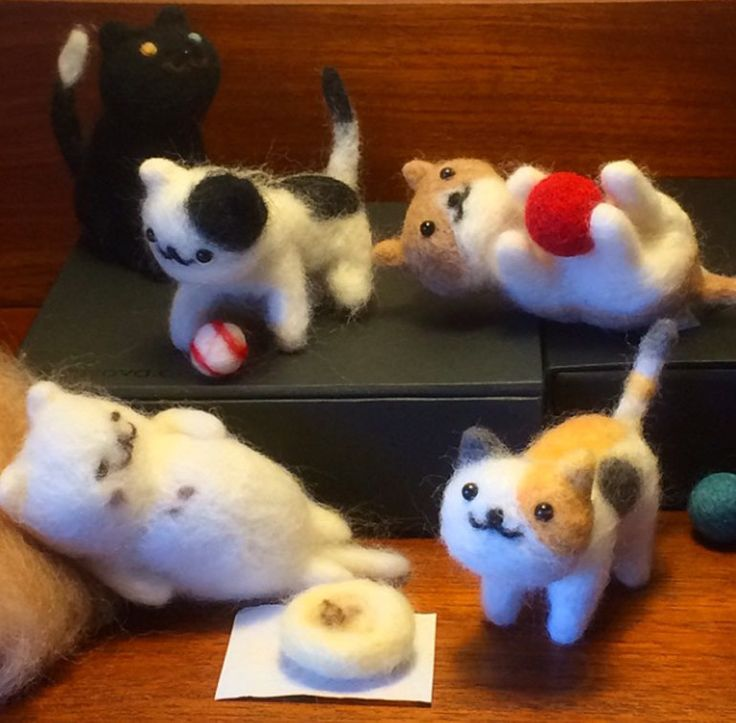 #nekoatsume #felted   Yes, we are still overly obsessed with Neko Atsume and have found Instagram user Yuyoyuyo making adorable felt models of the kitties. WANT! Via Yuyoyuyo on Instagram