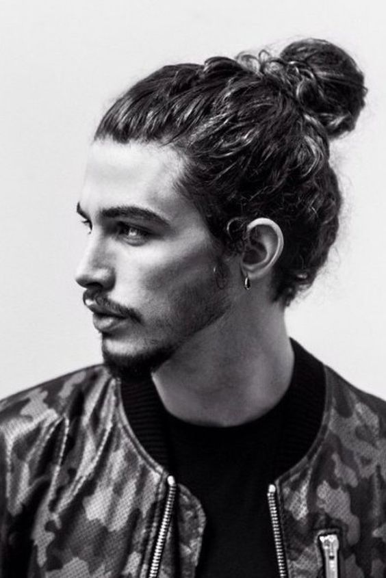 These 18 Guys Styling Their Hairbun Will Inspire You For Your Next Haircut Knot HairstylesHairstyles Curly HairMan