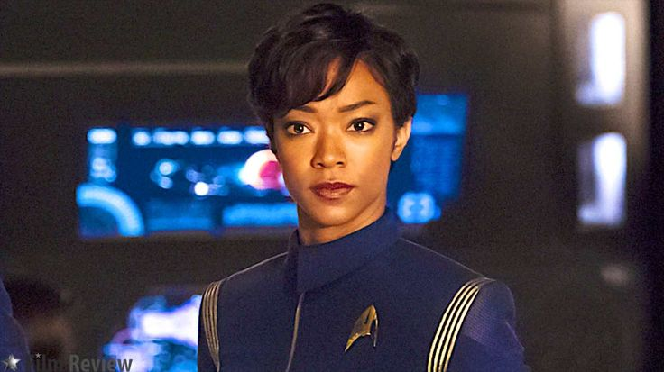 Sonequa Martin-Green as Michael Burnham in Star-Trek-Discovery