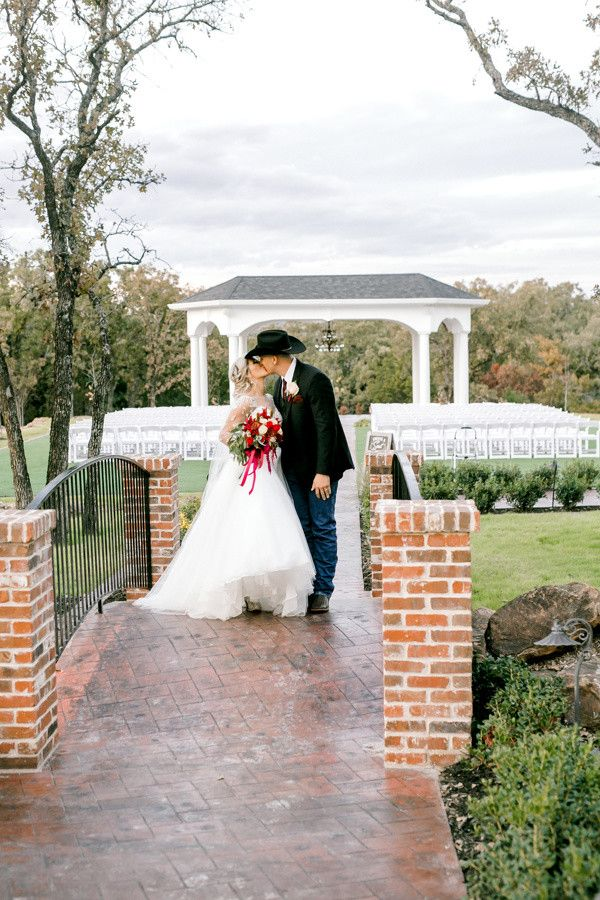 Elegant Outdoor Wedding Venue In Fort Worth Texas Formal Outdoor Wedding Ceremony Venue Wedding Venues Texas Outdoor Wedding Ceremony Best Wedding Venues