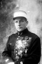 Quand la guerre s'achève, Charles Nungesser est le troisième As français. Officier de la Légion d'Honneur, décoré dans de nombreux pays, il arbore une Croix de Guerre avec 28 palmes et deux étoiles, un record. La liste de ses blessures égale celle de ses décorations.