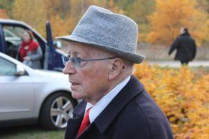 """Białowicz, který se do Sobiboru dostal spolu s příbuznými, při návštěvě Sobiboru v roce 2013 vzpomínal na poslední rozloučení s blízkými. """"Pamatuji si, jak ke mně přišla moje neteř, aby mne objala. Bylo jí teprve sedm let, ale už věděla, že zemře.""""-Foto:Anton Kurt, Wikimedia Commons,  CC BY-SA 3.0"""