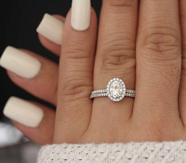 Weißgold-Moissanite-Verlobungsring, Brautring-Set, Diamant-Band für die halbe Ewigkeit, ovales 7 x 5 mm-Moissanite-Forever-Ehering-Set