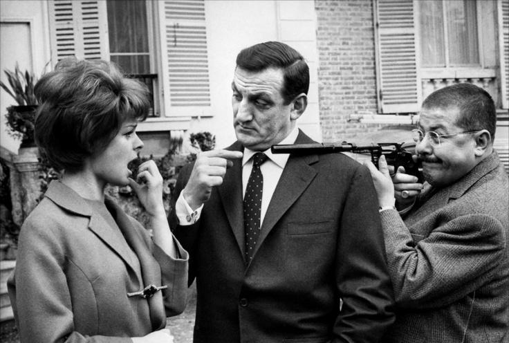 """Sabine Sinjen, Lino Ventura et Francis Blanche sur le tournage de """"Les Tontons flingueurs"""""""