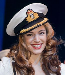 Apparently, if you are model/actress Kelly Brook, you can simply show United States border officials your Playboy cover to sail through the United States border checkpoint faster and with more ease.  Kelly Brook, a British citizen, is famous for being a television presenter and for being on the television show Smallville and the films The Italian Job and Piranha 3D.