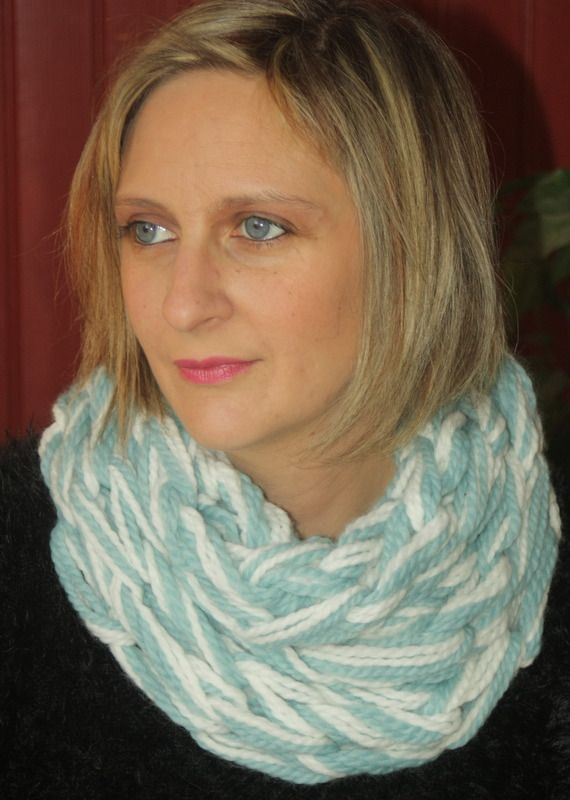 Snood 2 tours bleu glaçon et craie : Echarpe, foulard, cravate par magalie-tissot-creations
