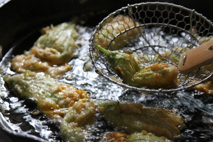 fried squash blossoms from jonathan rapp and dinners at the farm   gardenista