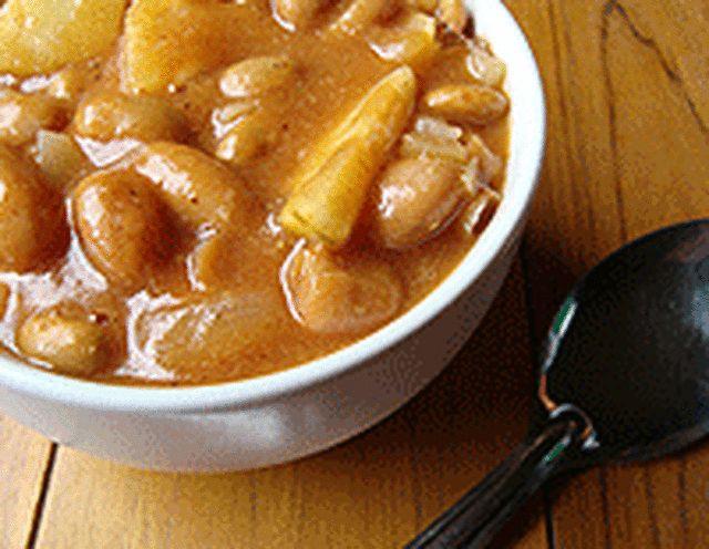 Sweet Vegetarian Pineapple Baked Beans in the Crock Pot Recipe: Vegetarian baked beans with pineapple